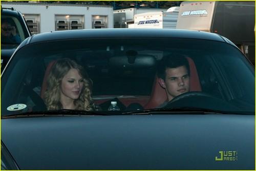 Taylor Lautner and Taylor быстрый, стремительный, свифт Обои possibly containing an automobile titled Taylor быстрый, стремительный, свифт & Taylor Lautner: Valentine's день Duo