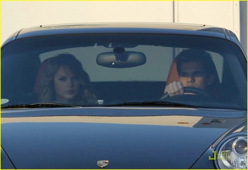Taylor تیز رو, سوئفٹ & Taylor Lautner: Valentine's دن Duo
