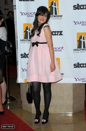 Zooey @ 2009 Hollywood Awards