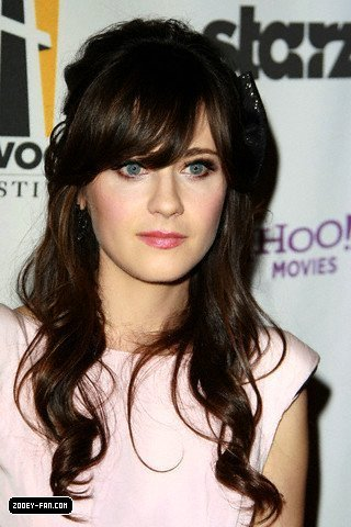 Zooey @ 2009 Hollywood Awards