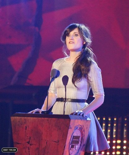 Zooey @ 2009 MTVU Woodie Awards