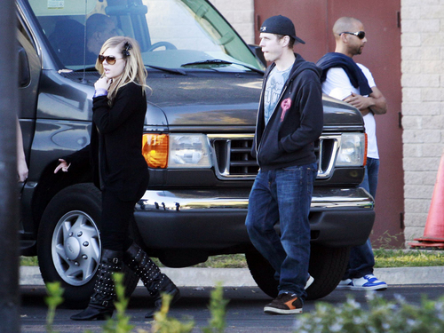 avril lavigne in Los Angeles, CA (November 30, 2009)