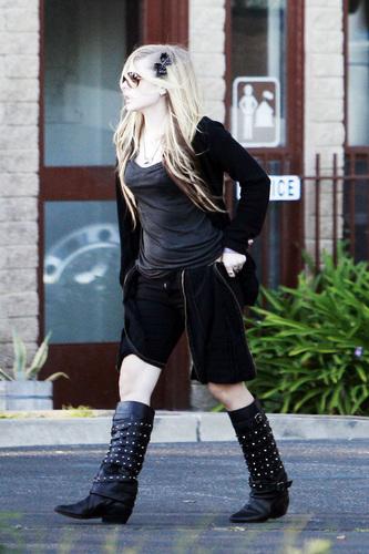 avril lavigne in  Los Angeles, CA (November 30, 2009)