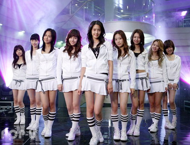 Girl's Generation/SNSD karatasi la kupamba ukuta titled into the new world