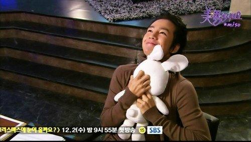 jang geun suk hugging pigrabbit