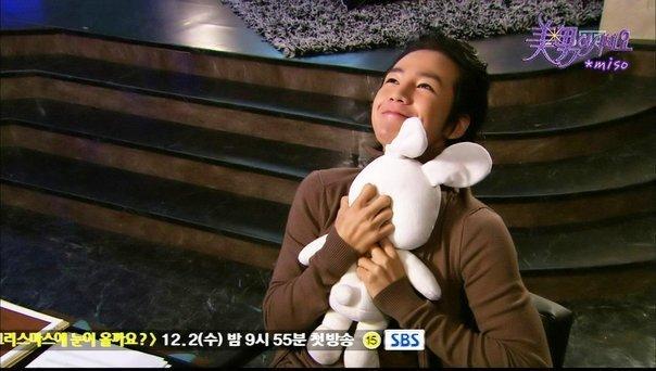 Чан Гын Сок / Jang Geun Seok / 장근석 Jang-geun-suk-hugging-pigrabbit-anjell-9283020-604-342