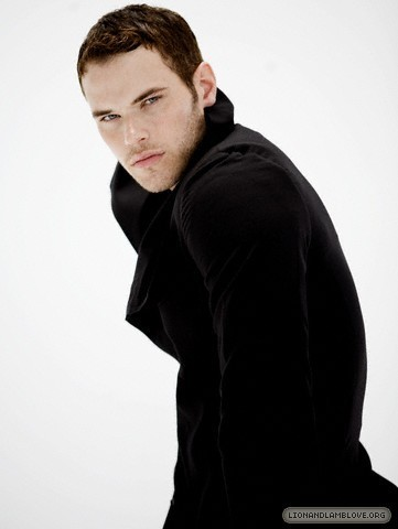 http://images2.fanpop.com/image/photos/9200000/kellan-lutz-photoshoot-twilight-series-9245996-361-480.jpg