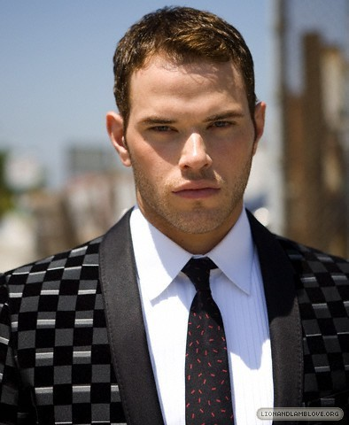 http://images2.fanpop.com/image/photos/9200000/kellan-lutz-photoshoot-twilight-series-9246007-394-480.jpg