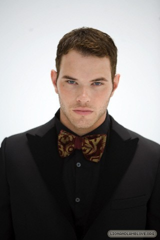 http://images2.fanpop.com/image/photos/9200000/kellan-lutz-photoshoot-twilight-series-9246013-320-480.jpg