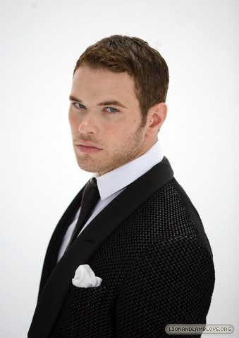 http://images2.fanpop.com/image/photos/9200000/kellan-lutz-photoshoot-twilight-series-9246018-339-480.jpg