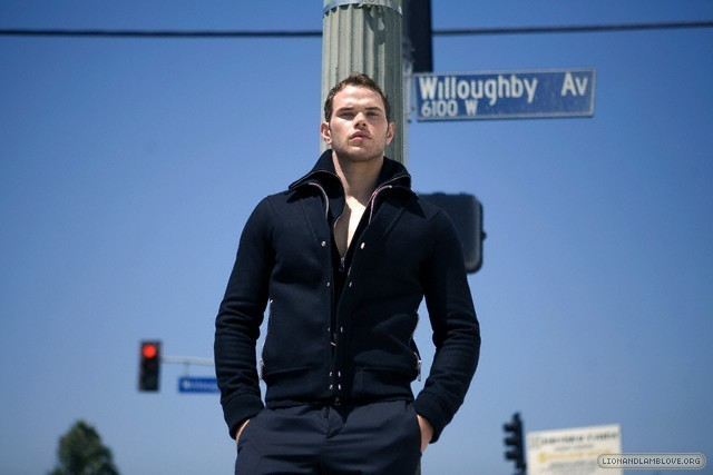 http://images2.fanpop.com/image/photos/9200000/kellan-lutz-photoshoot-twilight-series-9246022-640-427.jpg