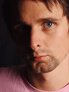 Matthew Bellamy Hintergrund possibly with a portrait entitled matthew bellamy