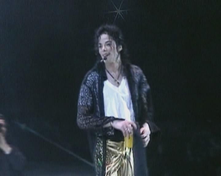 http://images2.fanpop.com/image/photos/9200000/michael-michael-jackson-9238104-720-576.jpg
