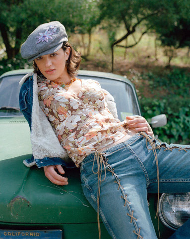 atrizes wallpaper with an automobile called Asia Argento