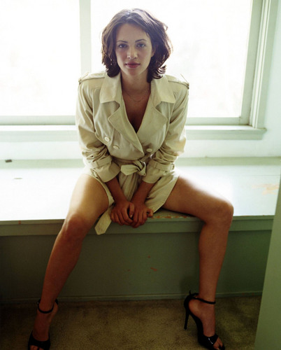 Pelakon wanita kertas dinding possibly with bare legs, a well dressed person, and a business suit titled Asia Argento