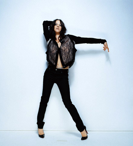 atrizes wallpaper containing a legging, an outerwear, and a well dressed person entitled Asia Argento