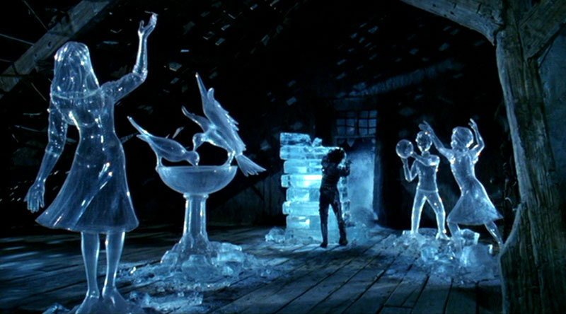 http://images2.fanpop.com/image/photos/9300000/Edward-Scissorhands-edward-scissorhands-9344225-800-444.jpg