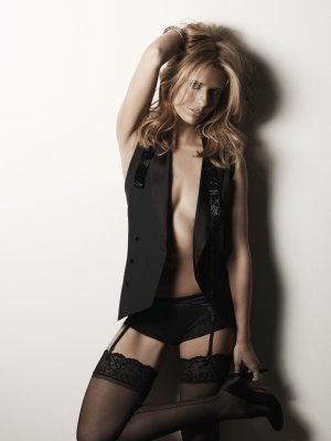 Full Maxim Photoshoot/December 2007 - sarah-michelle-gellar Photo