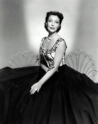 phim cổ điển hình nền probably with a bữa tối, bữa ăn tối dress called Loretta Young