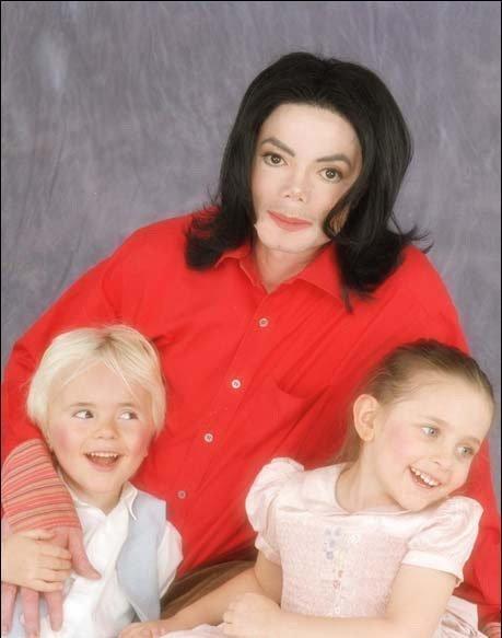 UN GRAN PAPA Michael-Jackson-Debbie-and-Kids-prince-michael-jackson-9362942-459-583