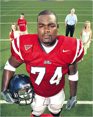 The Blind Side wallpaper with a lineman and a football helmet called Michael Oher and the Tuohy Family