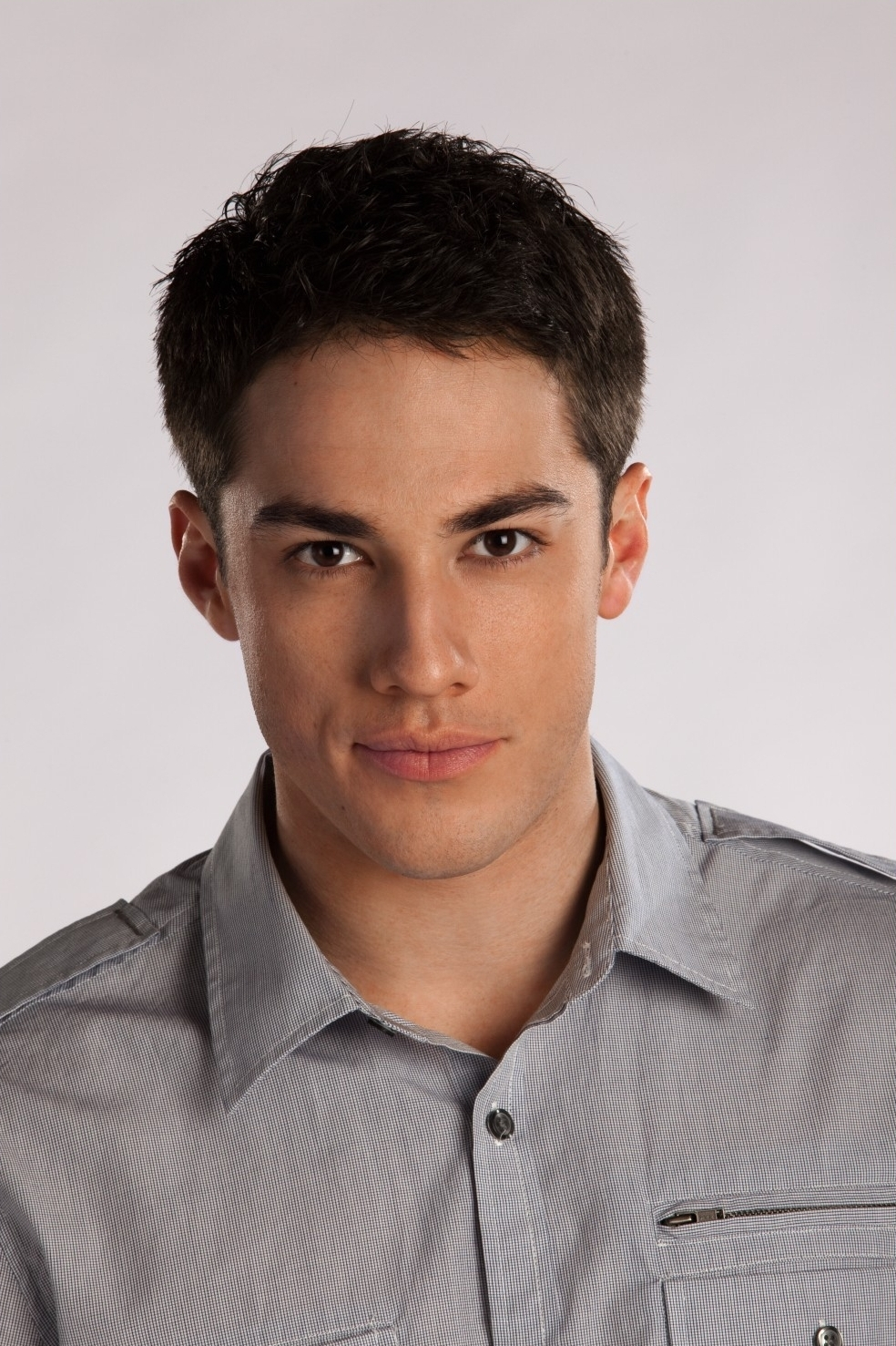http://images2.fanpop.com/image/photos/9300000/Michael-Trevino-as-Tyler-Lockwood-michael-trevino-9366534-984-1477.jpg
