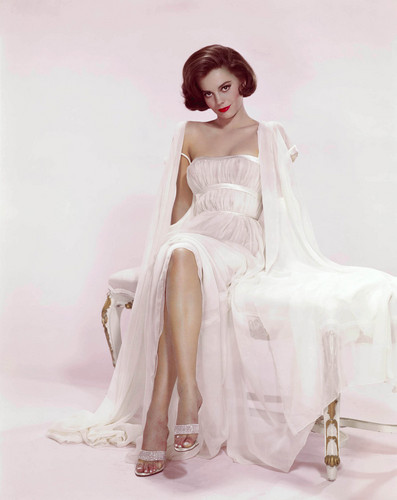 Classic Movies wallpaper possibly with a gown, a dinner dress, and a cocktail dress called Natalie Wood