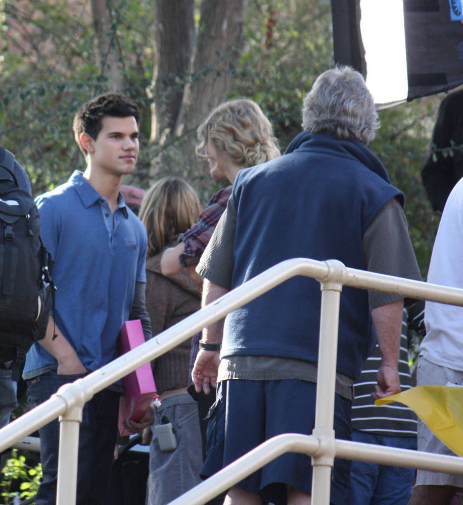 New photos of Taylor from the set of 'Valentines Day'