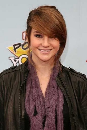 The Secret Life of the American Teenager wallpaper probably containing a portrait titled Shailene Woodley Power of Youth