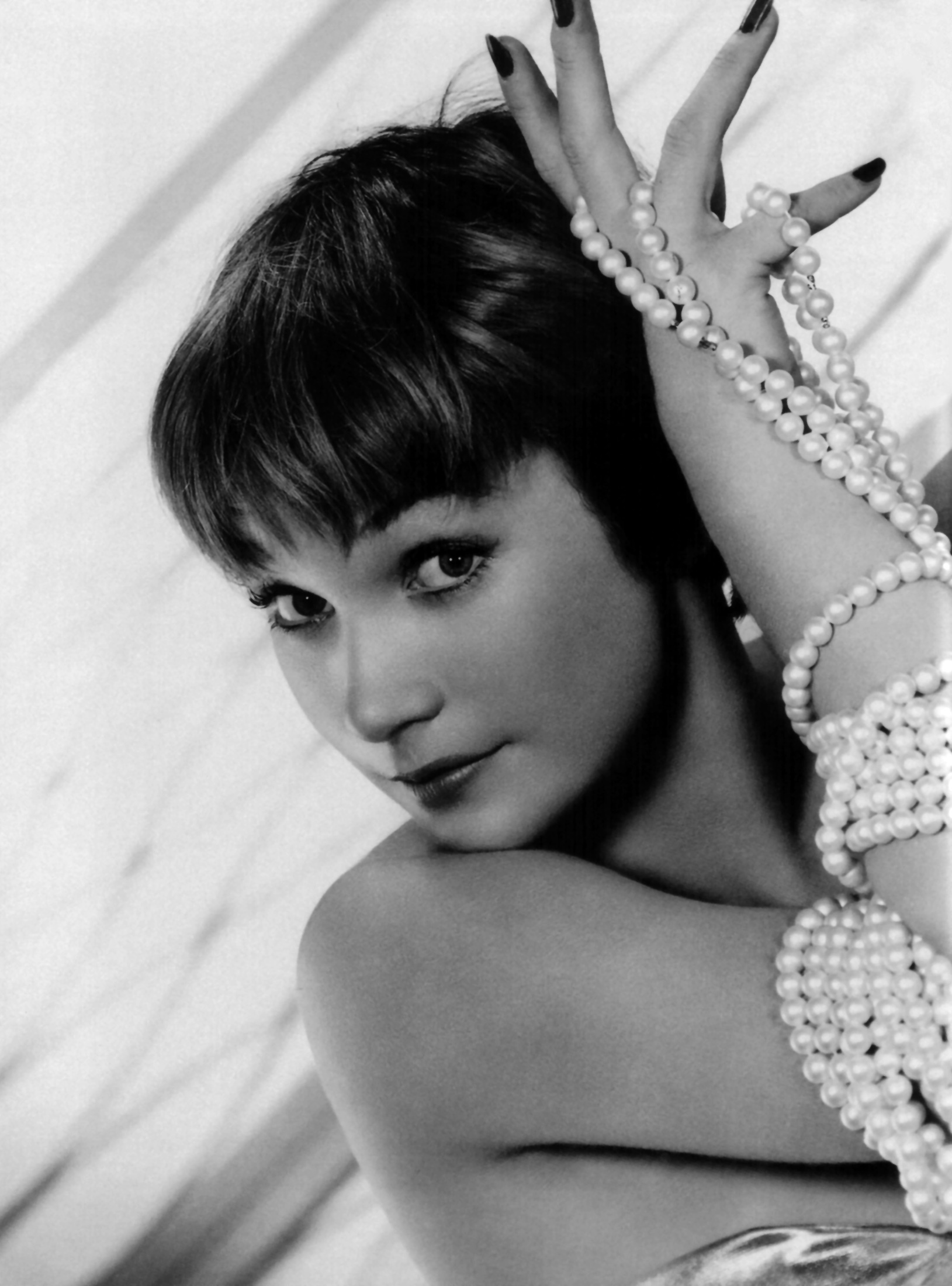 Shirley MacLaine - Wallpaper Actress