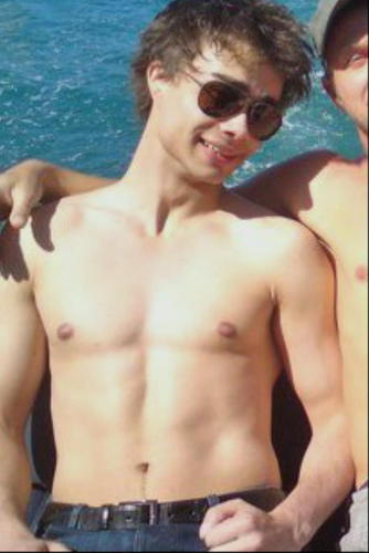 Alexander Rybak fond d'écran containing a gros morceau, hunk and skin titled So hot!:-D
