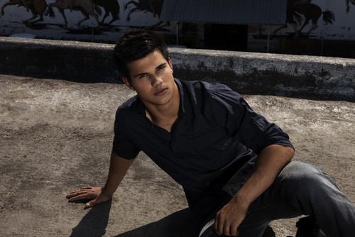 Taylor Lautner - Men&#39;s Health Magazine Pics <3