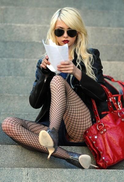 Damien & Jenny images Taylor Momsen Filming Gossip Girl ... Taylor Momsen Wiki