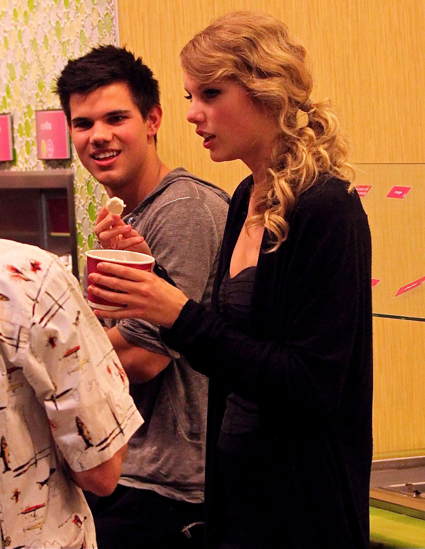 Taylor & Taylor Reunite on 'Valentine's Day'