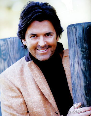 Thomas Anders Hintergrund possibly containing a sign and a tamale titled Thomas Anders