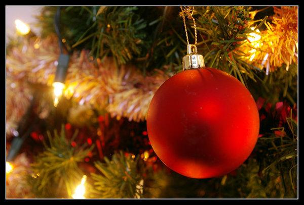 Christmas tree ball christmas photo 9352245 fanpop for Christmas tree balls