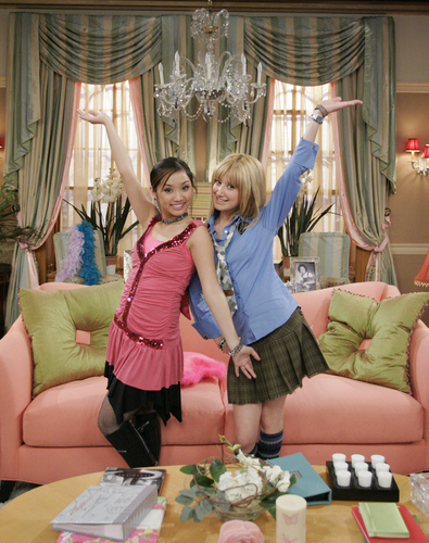 The Suite Life of Zack & Cody achtergrond probably with a drawing room, a living room, and a drawing room titled cody, zack