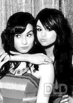 sele and demi=Semi - selena-gomez-and-demi-lovato photo
