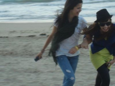 selena and demi lovato-Best Friends Forever-BFFselena and demi lovato-Best
