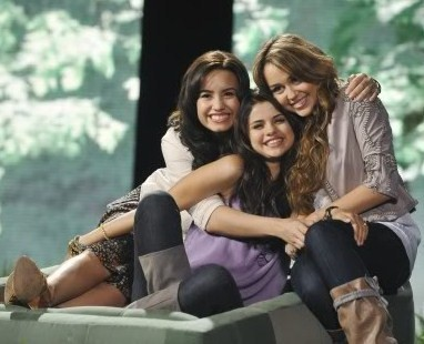 Demi Lovato  Selena Gomez Kissing on Selena Gomez Demi Lovato Miley Cyrus    Selena Gomez Photo  9326122
