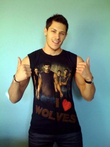 Alex Loves Wolves