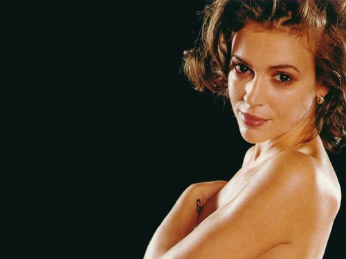 Alyssa Milano wallpaper containing a portrait and skin called Alyssa Milano
