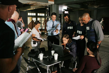 Criminal Minds Hintergrund probably containing a brasserie, a diner, and a boardroom entitled CM behind the scenes 5x09