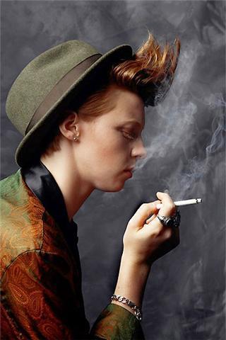 Elly...SMOKING!!!!