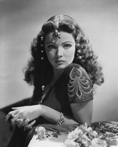 Classic فلمیں پیپر وال probably with a bouquet and a پاپ کارن, پوپکارن called Gene Tierney