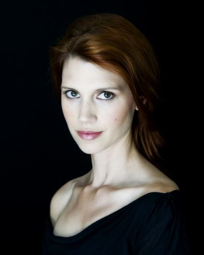 Julie McNiven alias Anna
