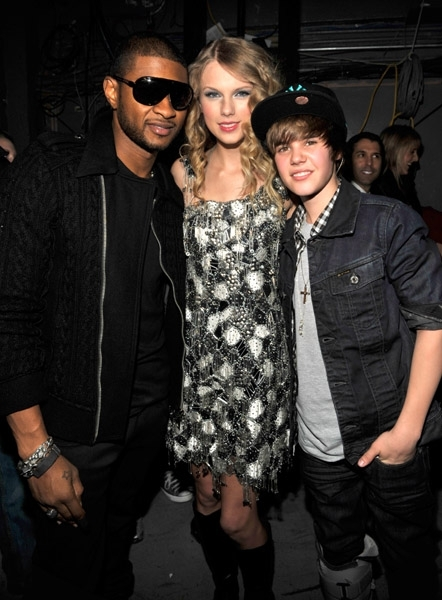 http://images2.fanpop.com/image/photos/9400000/Justin-Usher-Taylor-justin-bieber-9476519-442-600.jpg