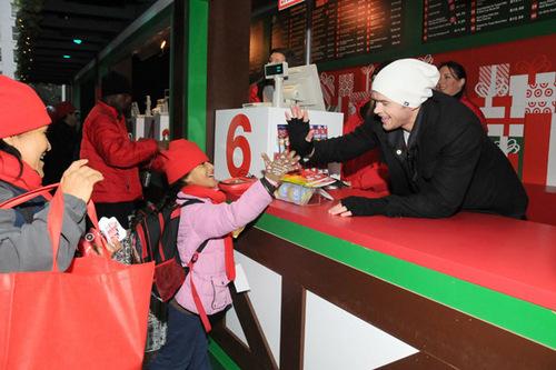 Kellan Lutz: Target To-Go Opening
