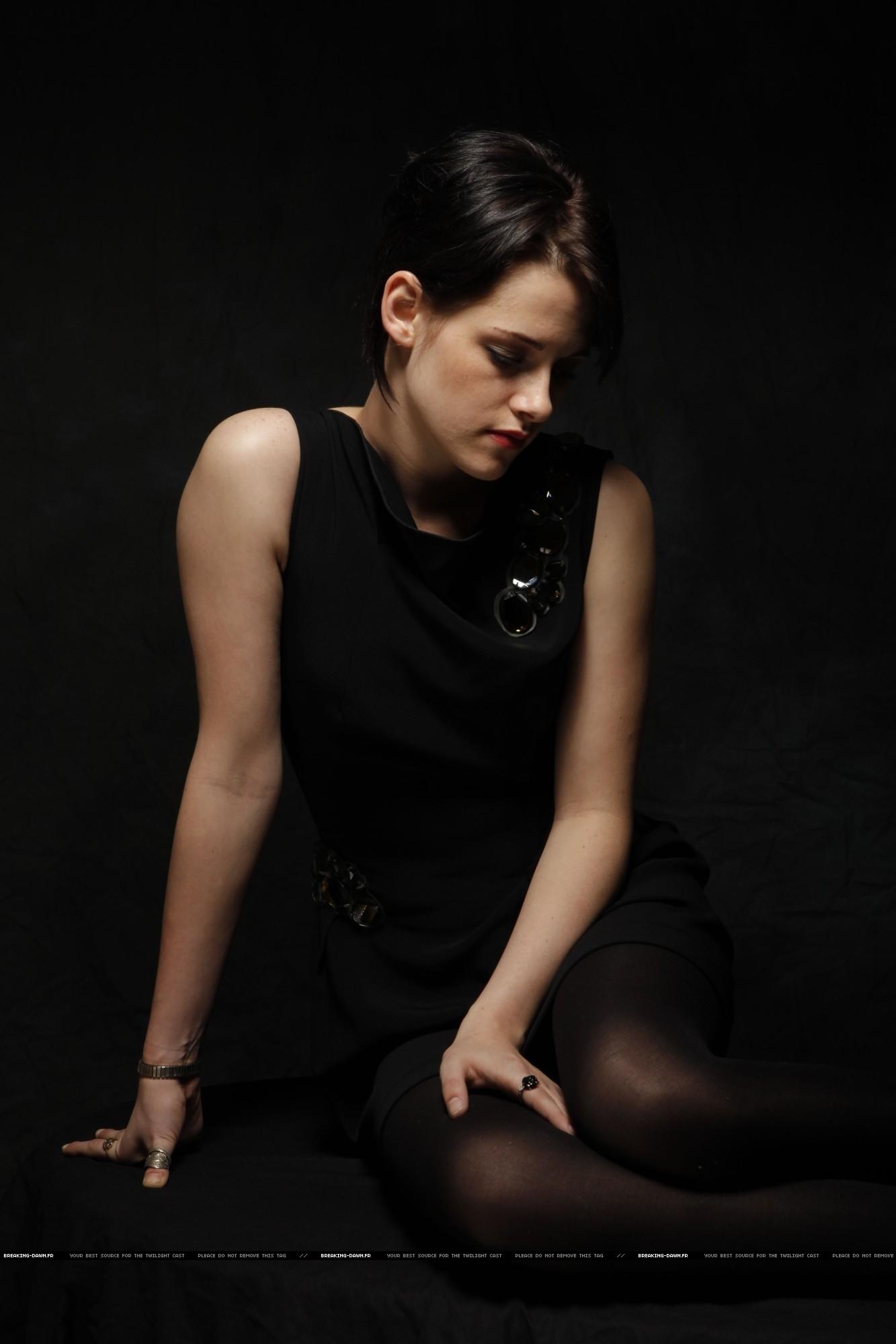 Kristen Stewart (USA Today) - photoshoot 20 pics / 20