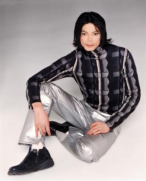 várias da era invencible MJ-invincible-era-9401006-500-619